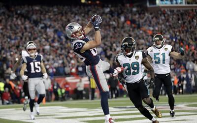 El wide receiver Danny Amendola (80), de los Patriots de Nueva Inglaterr...