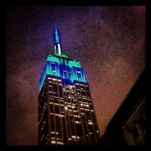 Hasta el Empire State se vistió de los colores del club (AP-NFL).