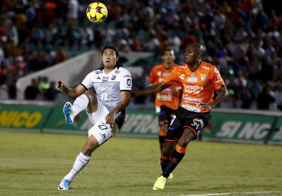 Aburrido empate entre Jaguares y León carlos Pena de Leon y Aquivaldo Mo...