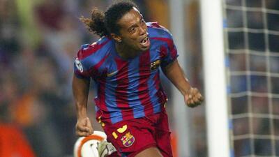 Los 10 Mejores | Ronaldinho, el 'billarista': pase de la muerte de Eto'o que el brasileño define al rincón