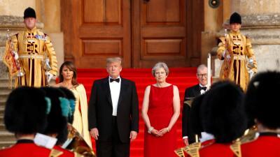 La primera ministra británica Theresa May y su marido Phillip jun...