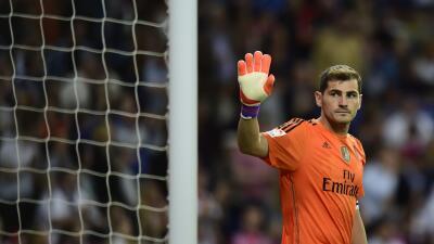 Casillas salió entre tímidos aplausos en lo que pudo ser su último partido.