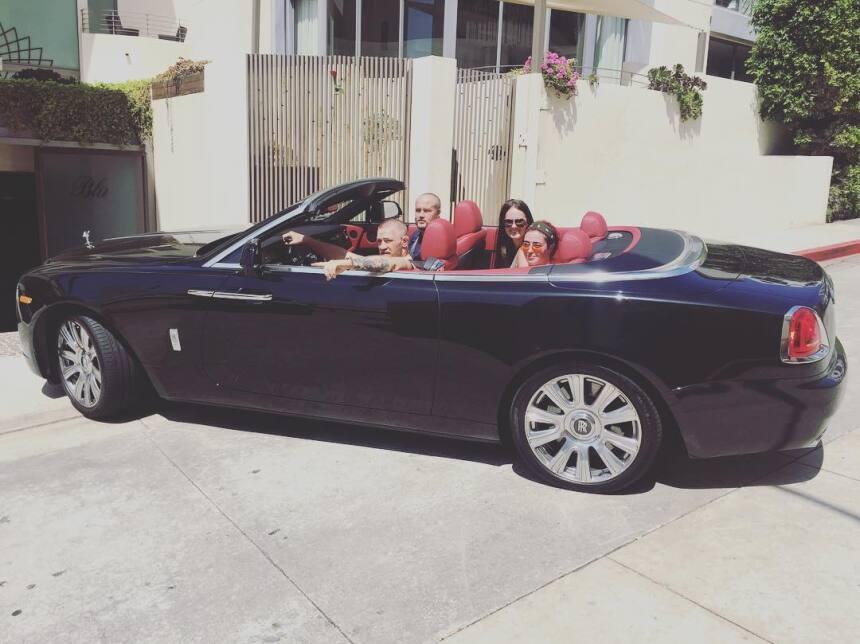 Un paseo con novia y amigos en el Rolls Royce Phantom Drophead para Cono...