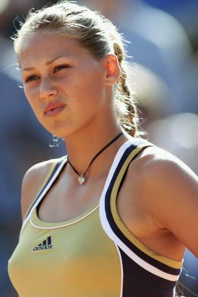 Como profesional, Anna debutó en 1996 y, ese mismo año, compitió en su p...
