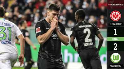 Carlos Salcedo se quedó en la banca en la derrota del Eintracht ante el Wolfsburgo