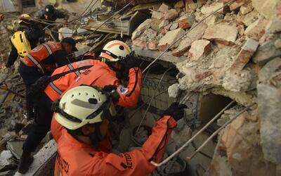 Los 'topos' trabajando en Oaxaca, tras el terremoto del 7 de septiembre...