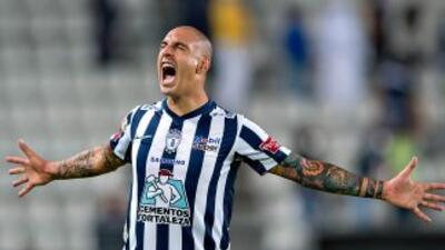 Ariel Nahuelpán festejando uno de los goles de Pachuca.