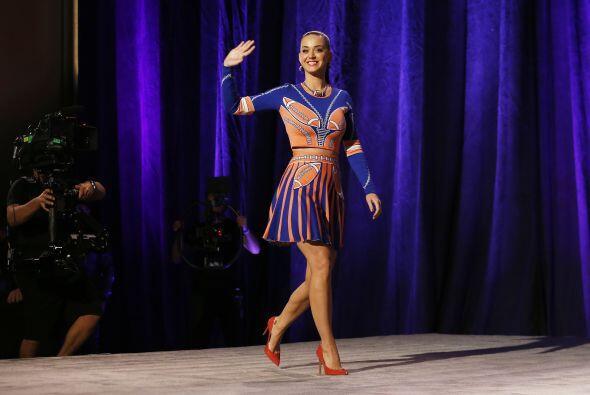 """La cantante Katy Perry nos adelantó """"un poquito"""" de lo que será su espec..."""