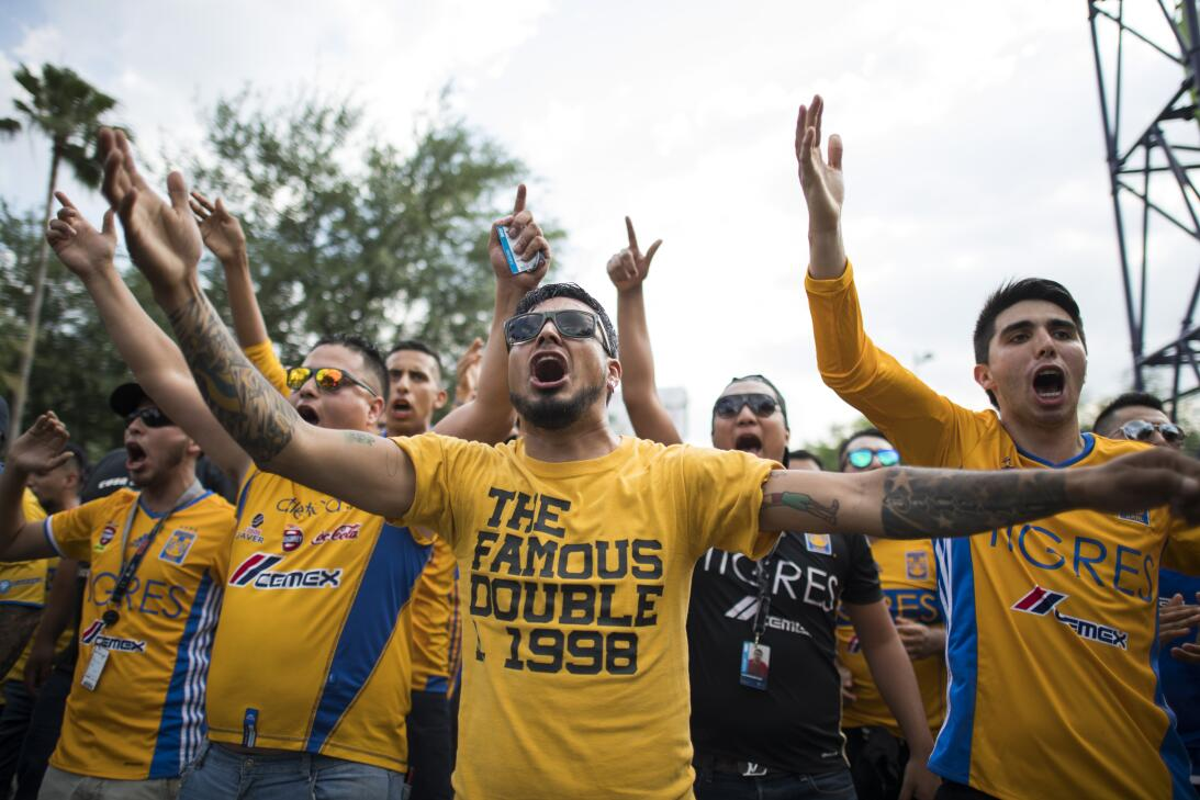 Las aficiones del Monterrey y de Tigres vivieron su propio partido en la...