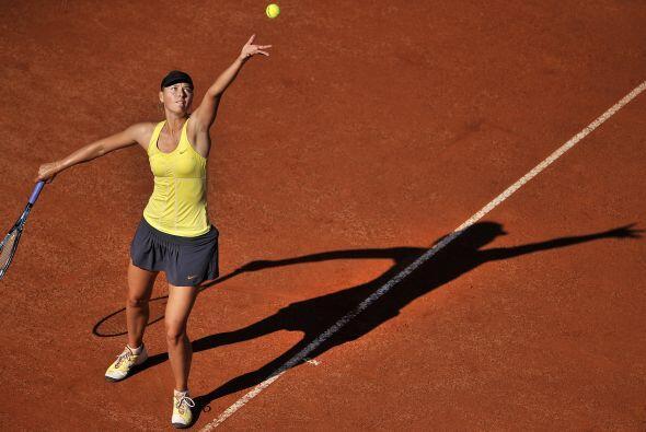 Pero Sharapova no se quedó atrás y deslumbró con su figura.