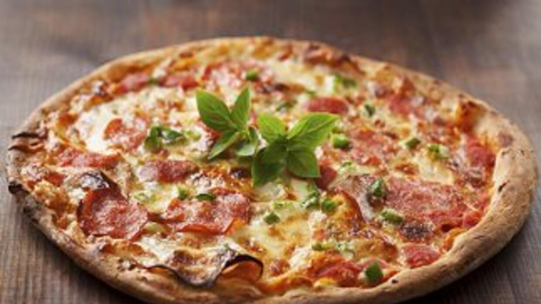 Según los trabajadores de la pizzería, el número de autorización de comp...