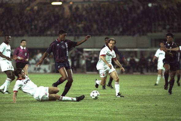 Entre esos jugadores estaba un emergente atacante espigado, Kluivert, qu...