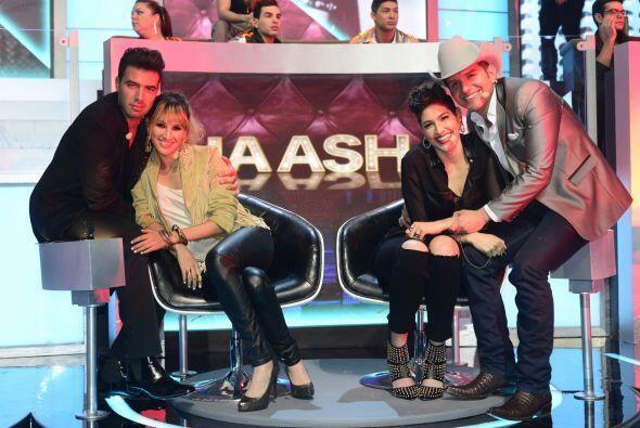 Jencarlos y Dasa con las chicas de Ha-Ash.