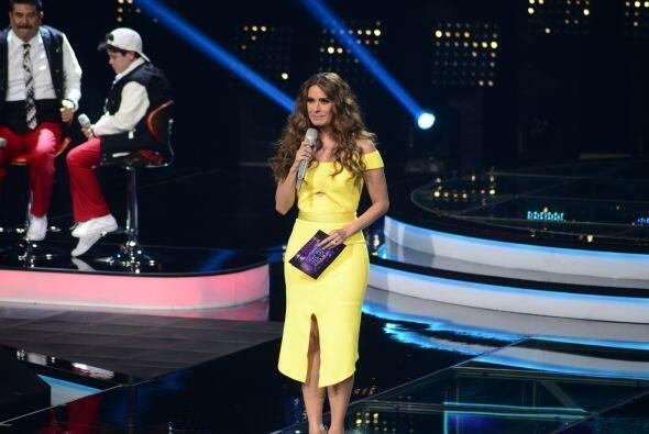 Dicen por ahí que la que viste de amarillo, es porque en su belleza conf...