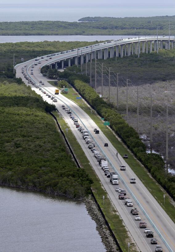 FOTOS: Florida en alerta se prepara para recibir al poderoso huracán Irm...