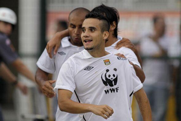De hecho, el otro juvenil del Santos, Maikon Leite logró que el equipo n...