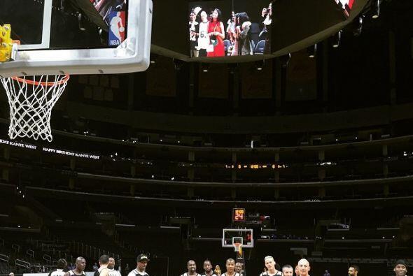 Las estrellas de baloncesto Kobe Bryant, Magic Johnson y Shaquille O'Nea...