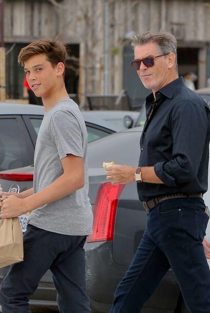 El ex agente 007 salió de compras en Malibú con el menor de sus hijos, P...