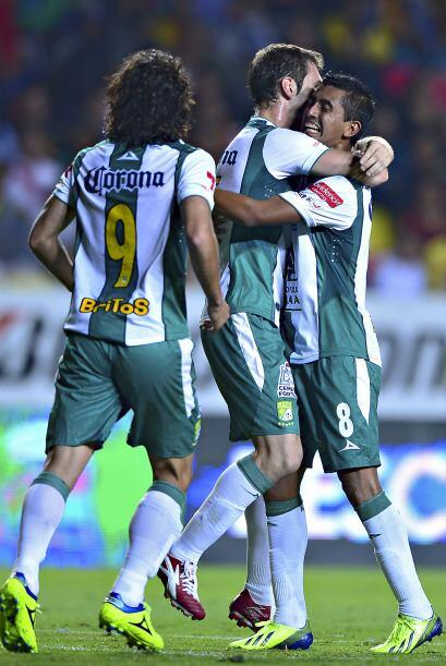 Aún así León aumentó la ventaja con un tanto de Elías Hernández previo a...