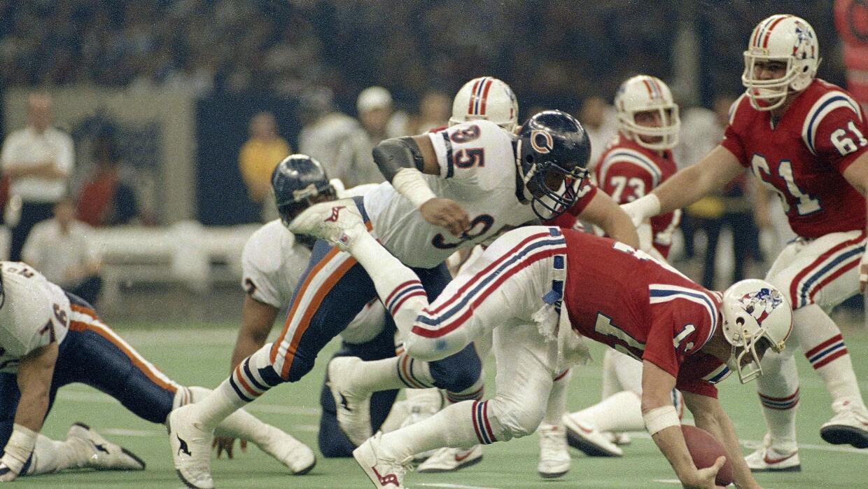 Richard Dent (95) capturando a Steve Grogan de NE en el Super Bowl XX.