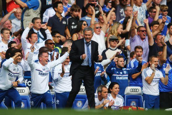 El 2-0 llegaba y Mourinho explotaba de felicidad.