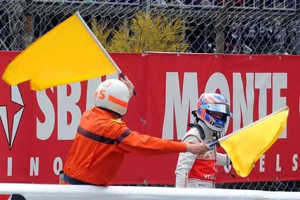 Button se fue caminando a los 'pits' luego de la falla mecánica de su Mc...