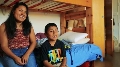 Hilda Ramírez y su hijo.