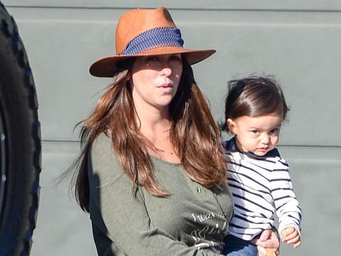 La actriz salió con su esposo y sus dos pequeñitos, Autumn...