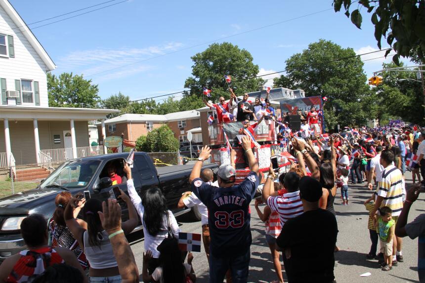 Celebra La X en el Desfile Dominicano en NJ IMG_1930.JPG