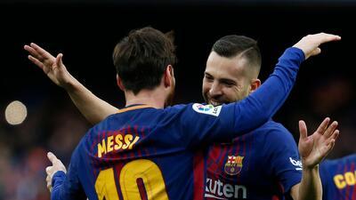 El conjunto azulgrana afianzó su liderato con un bombazo de Messi.