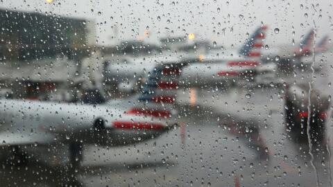 Más de 1,200 vuelos cancelados en el inicio de nueva tormenta inv...