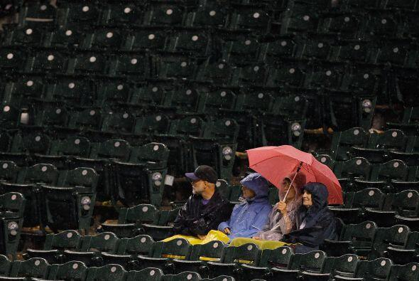 Llueve, truene o relampaguee, un aficionado de verdad nunca abandona a s...