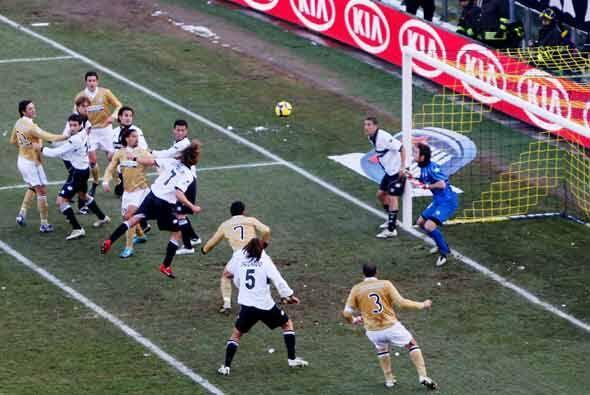 Juventus jugó en Parma con la intención de seguir la estela del Inter y...