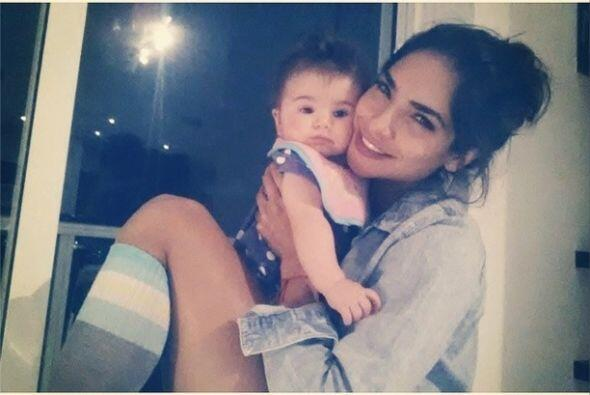 Cada vez que Alejandra tiene un bebé entre sus brazos nos demuestra que...