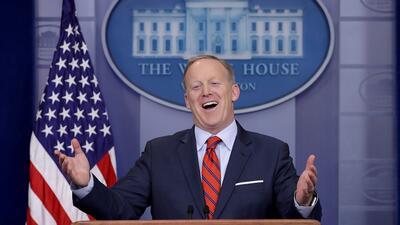 En fotos: Adiós a Spicer, el rey de los momentos insólitos de la Casa Blanca