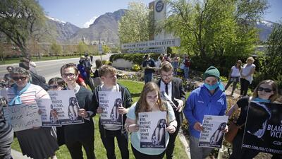 Universitarios en Utah se solidarizan con víctimas de violación.