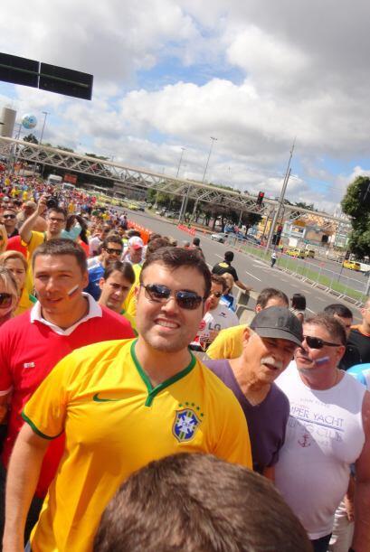 Miles de personas hacían su recorrido hacia el estadio.