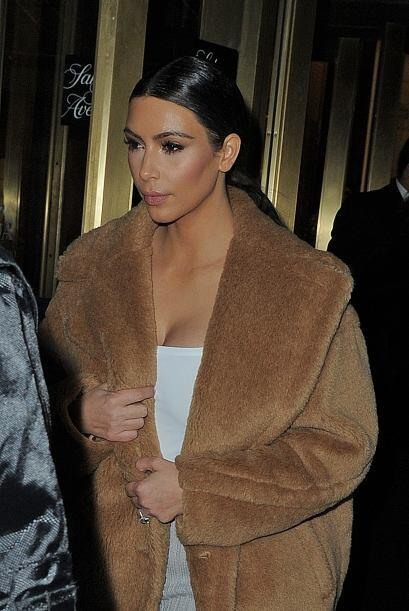 Kim volvió a su cabellera obscura y luce hermosa. Mira aqu&iacute...