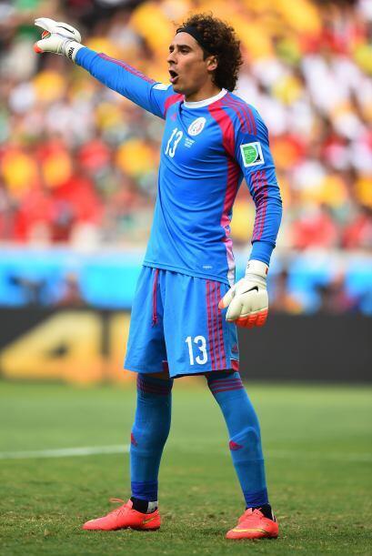 Guillermo Ochoa (2014).- Lleva dos partidos jugados y no ha permitido go...