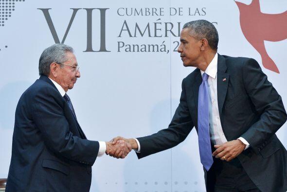Raúl Castro y Barack Obama dialogaron personalmente y por primera vez el...