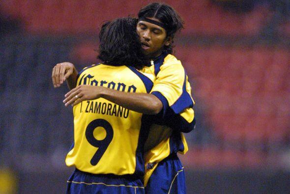 En el Verano del 2001 León fue el primer rival que enfrentó al América e...