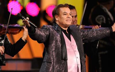 #EpicFail: Le dan premio a Juan Gabriel y lo llamaron para recibir su pr...