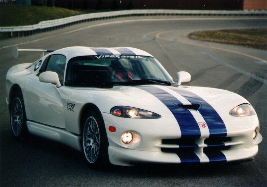 Breve historia gráfica del Dodge Viper 1998_Viper_GTS-Rllb6sn3ubphk9ivk1...