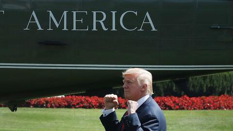 Donald Trump saludó a sus simpatizantes en la Casa Blanca, antes...