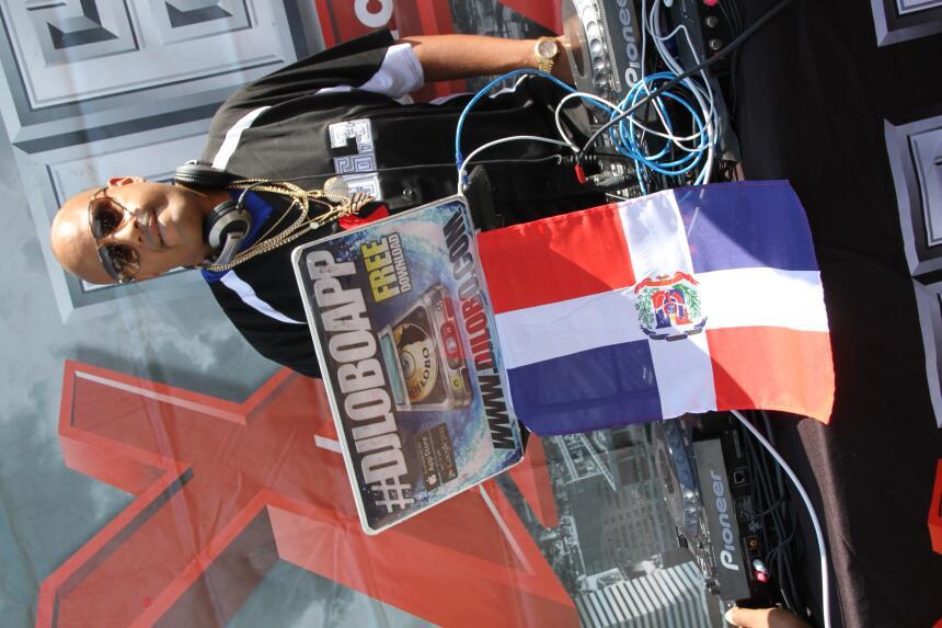 Celebra La X en el Desfile Dominicano en NJ IMG_1845.JPG