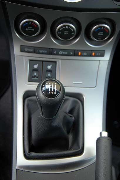 La transmisión manual de seis velocidades le sienta bien al manejo diver...