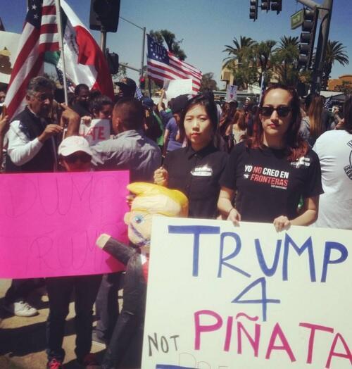 Migrantes de Guatemala, México y Corea del Sur protestan contra Trump (CA)