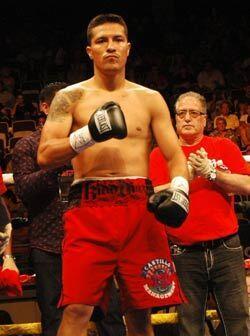 El ex campeón mundial mexicano Julio Díaz subió al...