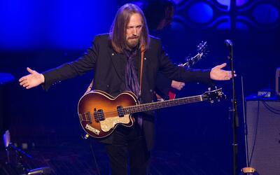 El galardonado Tom Petty se presenta en la 47a gala de incorporaci&oacut...