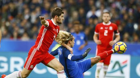 Antoine Griezmann al anotar su gol ante Gales.